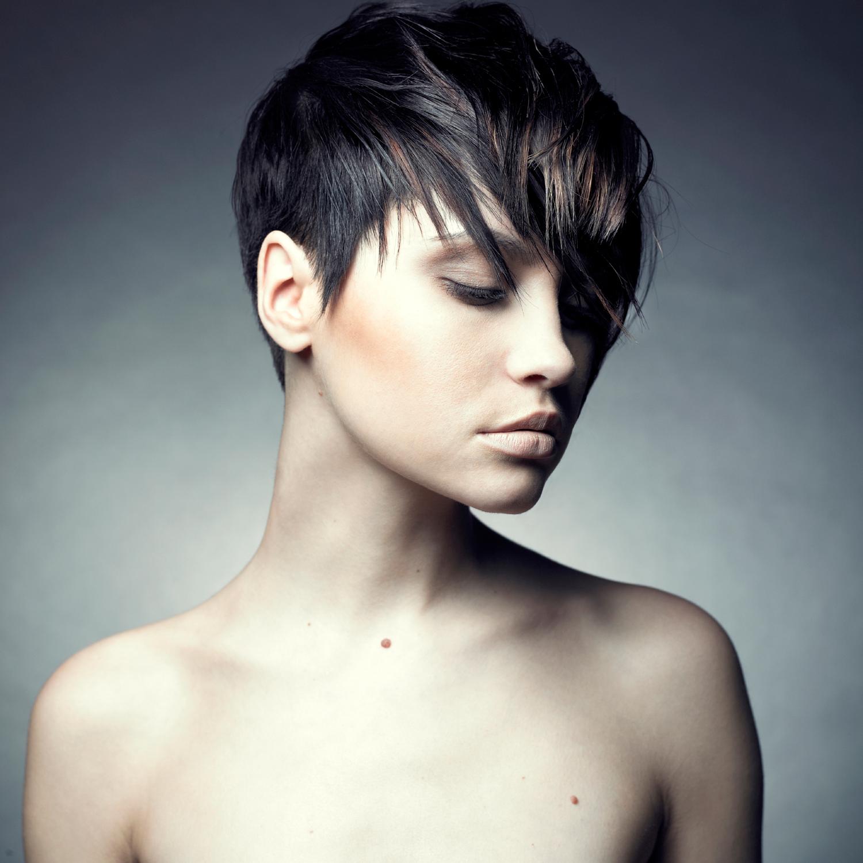 Фото красивых женщин брюнеток за 30 с короткой стрижкой 4 фотография